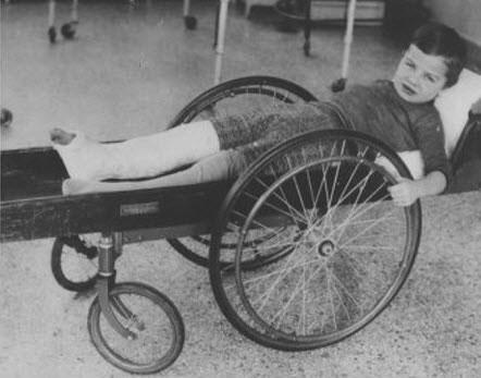 چیزی بین صندلی چرخدار و تخت روان، سال 1915